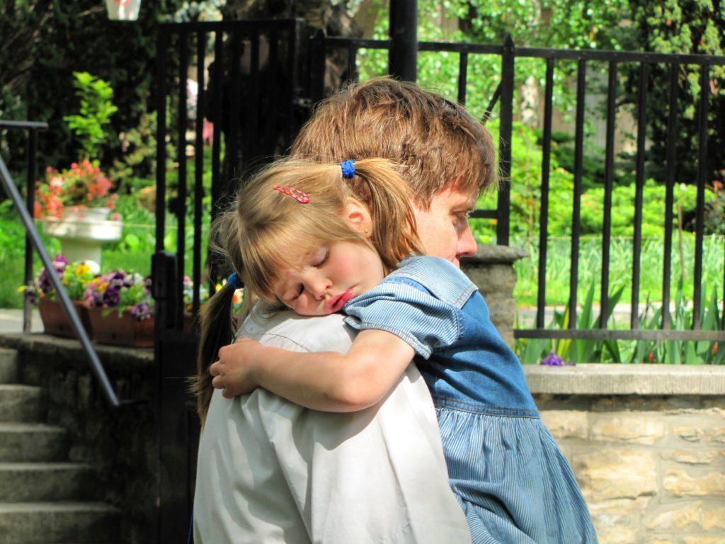 Перед матерями обычно встает вопрос, как подать на алименты, если мы не в браке, и ребёнок не записан на отца? Рассмотрим особенности подобной процедуры.
