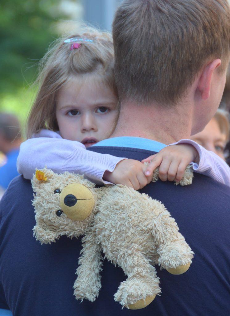 Отец после развода имеет такое же право видеть детей.