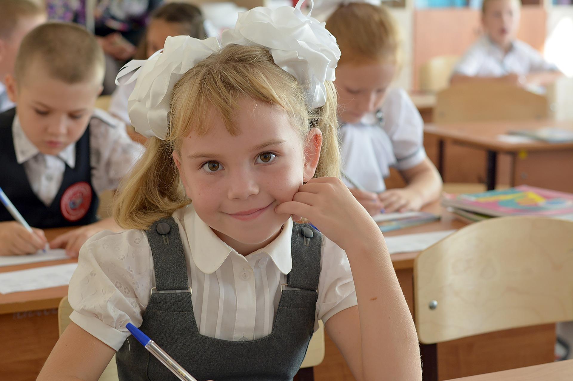 Как поступить в школу: полный гид для родителей первоклассника