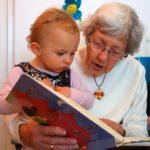 бабушка на больничном с внуком