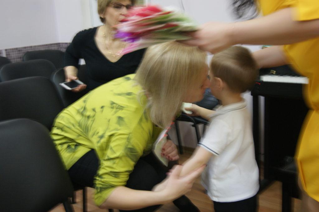 Выплаты за опекунство над ребенком бабушкой и дедушкой при живых родителях