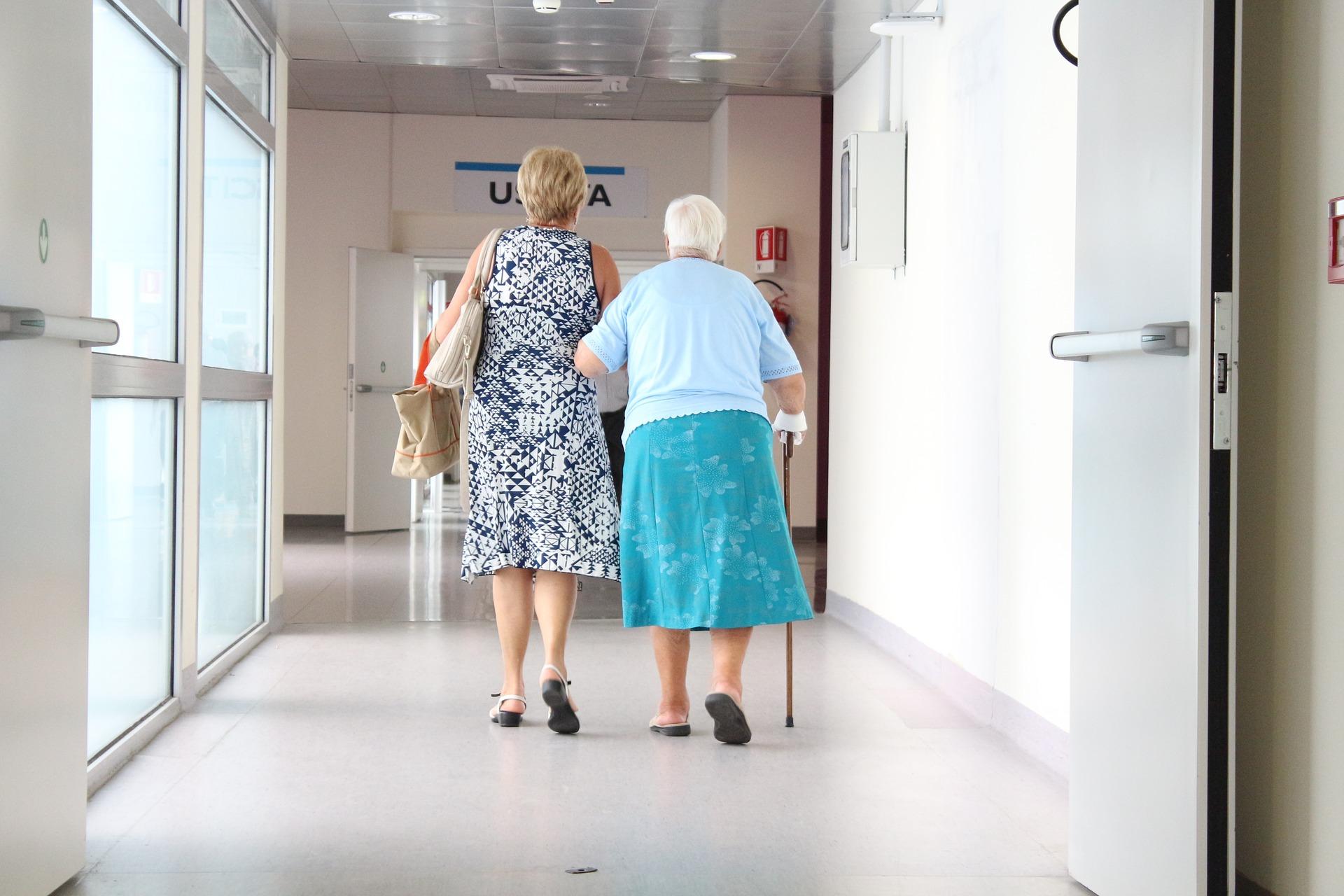 Патронаж над пожилым человеком 80 лет