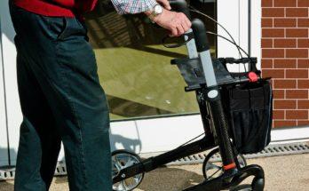 уход за пенсионерами на дому соцработники