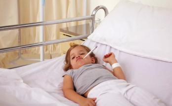 как оплачивают больничный двоим детям